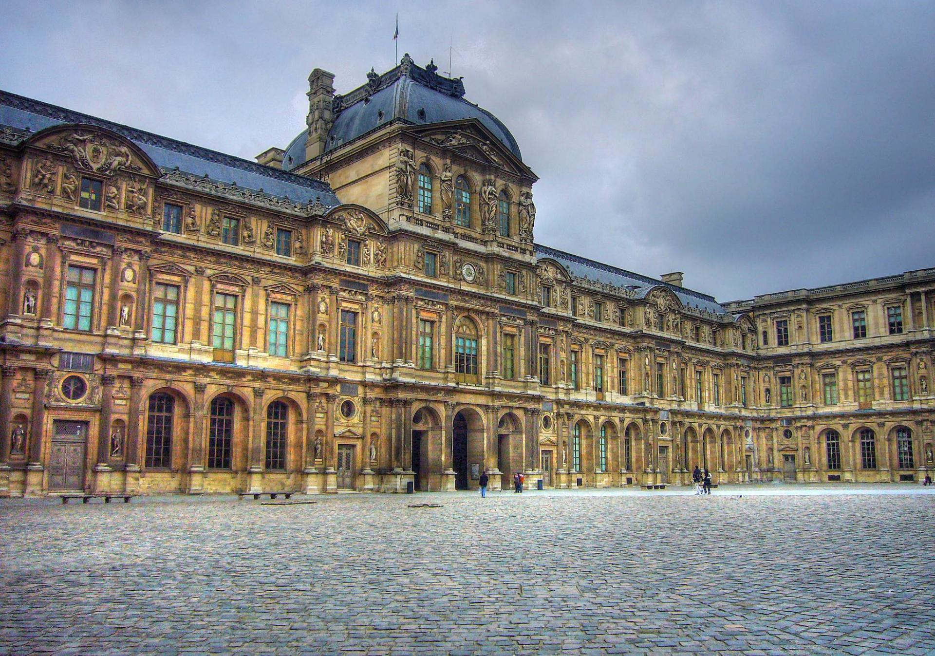 Louvre by jon cc by flickr