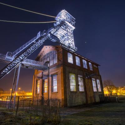 Parc musee de la mine saint etienne chevalement de nuit